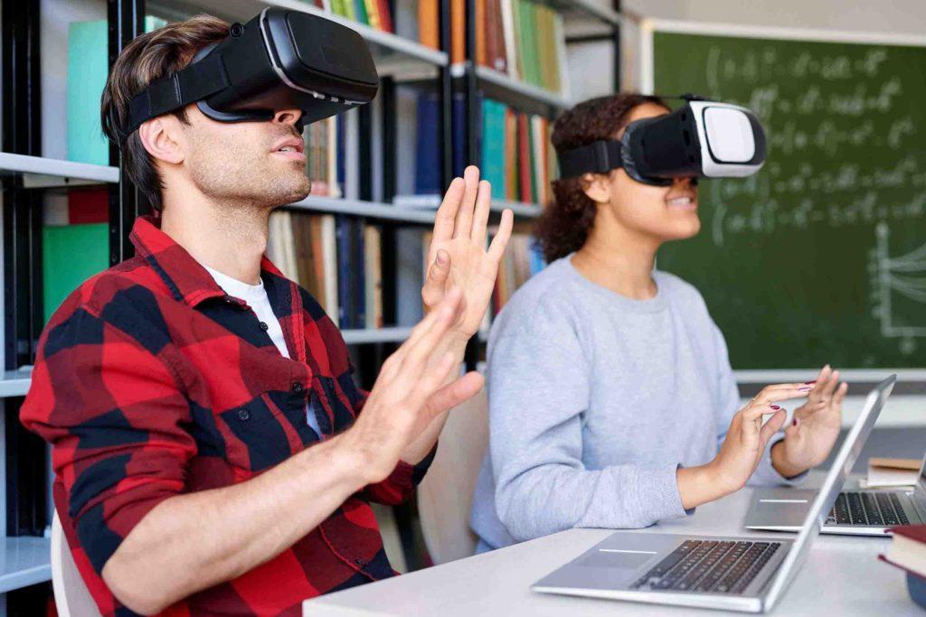 Etudiants qui utilisent la VR