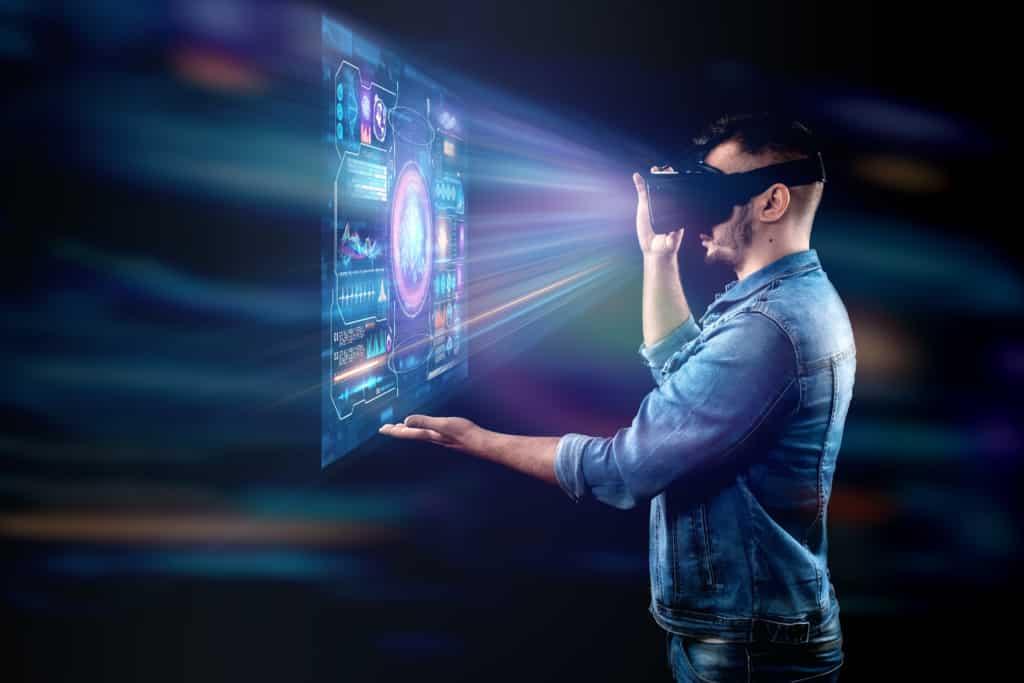 Homme projecteur hologramme casque de réalité virtuelle