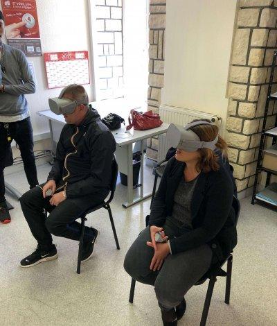 Personnes avec équipements VR